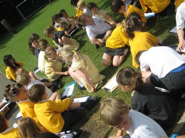 Aboyne School tree walk with Kate B, children making sketches_140706_IMG_0942